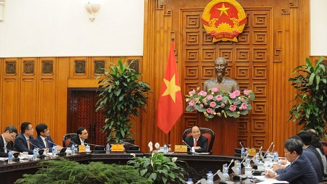 PM Nguyen Xuan Phuc (C) chairs the working session on the development of Vietnam's automobile industry, Hanoi, March 12, 2019. (Photo: NDO/Tran Hai)