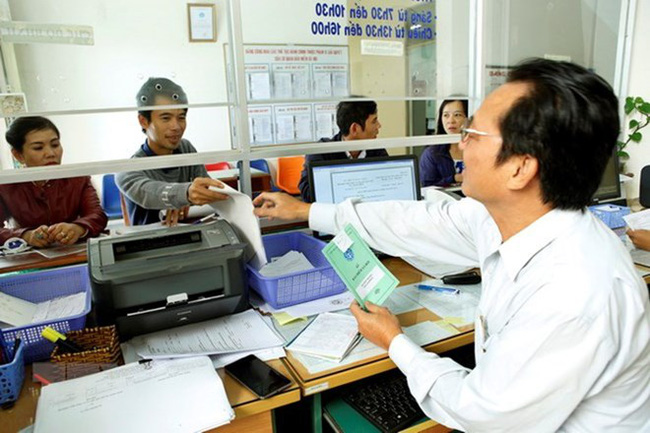 Transaction at a social insurance agency in Pleiku city of Gia Lai (Photo: VNA)