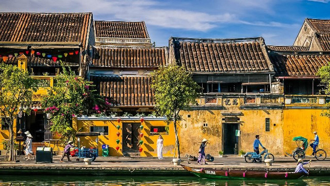 A corner of Hoi An ancient town.