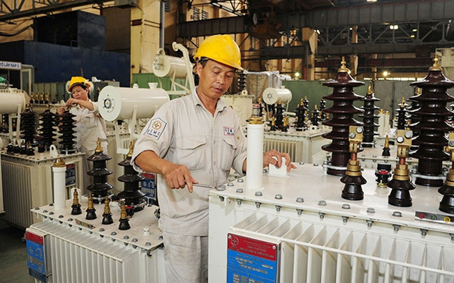 Transformer assembly at Dong Anh Electrical Equipment Corporation (Hanoi) (Photo: THANH LAM)