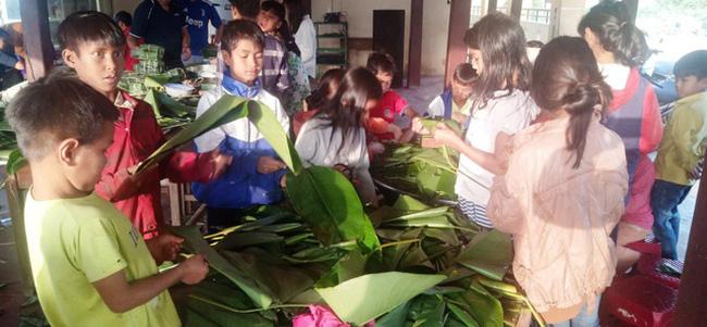 Thầy cô mổ heo, gói bánh cho học sinh vùng cao đón Tết - ảnh 8