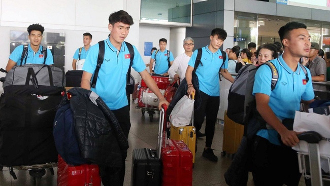 Vietnam U23 squad arrive at Tan Son Nhat Airport in Ho Chi Minh City on Sunday afternoon (Dec. 22). (Photo: VFF)