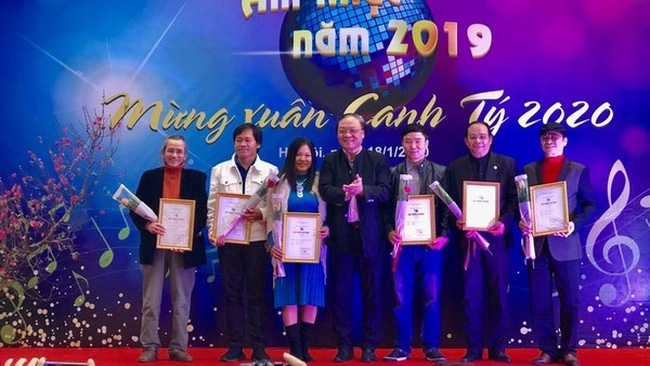 At the awards ceremony (Photo: VNA)