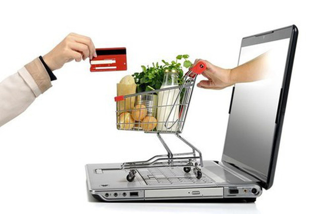 The size of Vietnamese e-commerce market is likely to hit 13 billion USD this year. (Photo: VNA)