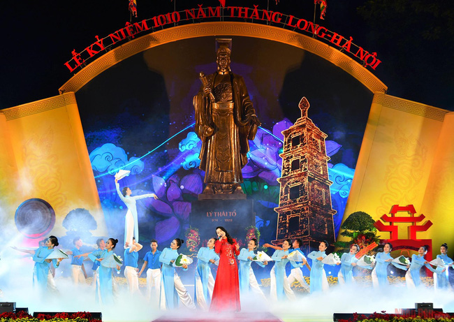 A performance at the ceremony marking 1010th anniversary of Thang Long - Hanoi