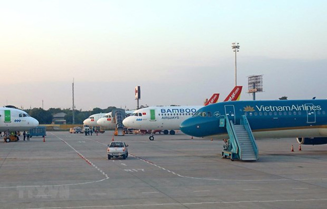 Airplanes of Vietnamese domestic airlines at Noi Bai airport (Photo: VNA)