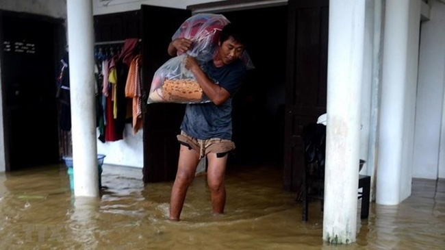 Severe flooding triggered by torrential rain has caused great losses in human and assets in the central region (Photo: VNA)