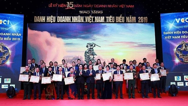 A ceremony to honour outstanding Vietnamese entrepreneurs in 2019