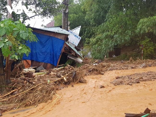 Thủ tướng: Khẩn trương cứu hộ nạn nhân bị sạt lở đất tại huyện Nam Trà My, Quảng  Nam | VTV.VN