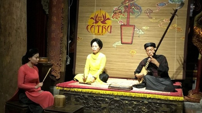 A performance of Ca Tru at the Hanoi's Old Quarter