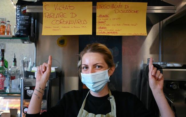 Kỳ lạ, quán bar cấm nói chuyện về COVID-19 - ảnh 3