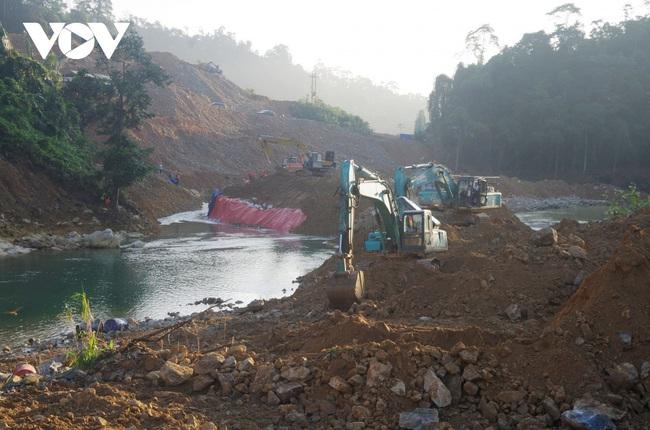 Tìm thấy thi thể 1 công nhân mất tích tại lòng sông Rào Trăng - ảnh 4