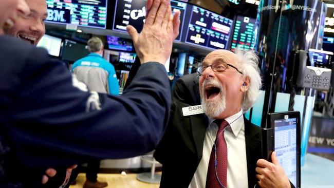 Dow Jones vượt mốc hơn 30.000 điểm lần đầu tiên trong lịch sử - ảnh 3