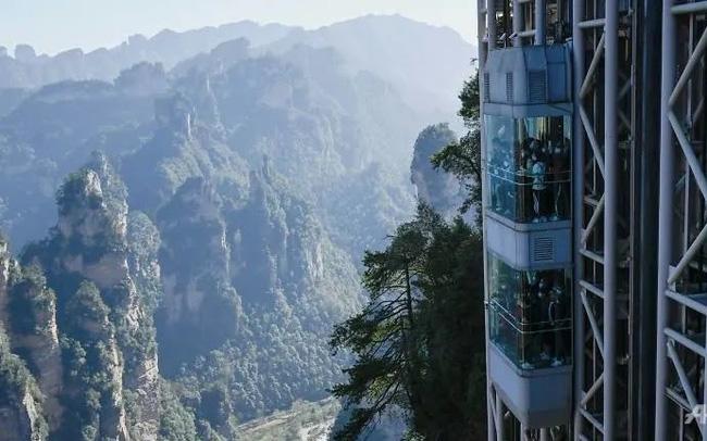 """""""Nghẹt thở"""" với thang máy cao nhất thế giới bên vách đá 300m - ảnh 4"""