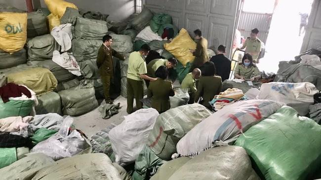 Nhập lậu 30 tấn quần áo sida về làm mới rồi bán trên Facebook - ảnh 2