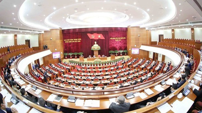 The Party Central Committee spent the second day of its 14th session debat ing several draft reports to be submitted to the upcoming 13th National Party Congress. (Photo: VNA)