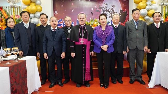 National Assembly Chairwoman Nguyen Thi Kim Ngan at the Hue Archbishop's Residence (Photo: VGP)