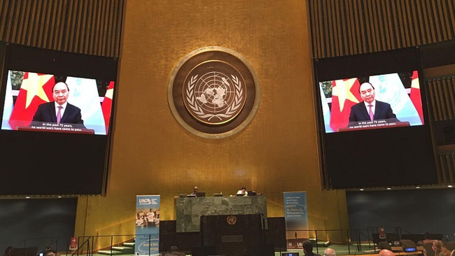 PM Nguyen Xuan Phuc delivering a message to a meeting of the United Nations in New York last September. (Photo: MOFA)