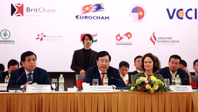 Deputy PM Pham Binh Minh speaking at the forum. (Photo: VGP)