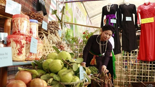 Typical agricultural products of Luc Yen District on display at the programme (Photo: VNA)