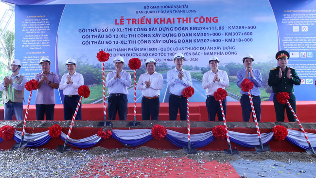 At the ceremony to commence the three packages of Mai Son – National Highway 45 expressway (Photo: VGP)