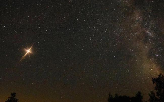 """Lần đầu sau 800 năm, xuất hiện """"Ngôi sao khổng lồ"""" hợp nhất bởi Sao Mộc và Sao Thổ - ảnh 3"""