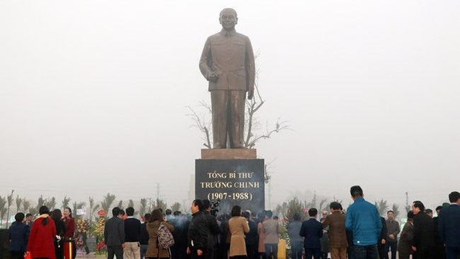 The bronze statue of late Party General Secretary Truong Chinh in Xuan Truong district, Nam Dinh province (Photo: VNA)