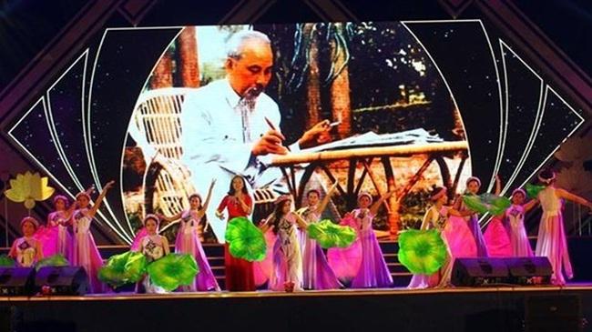 An art performance at Sen Village Festival 2019 (Photo: VNA)