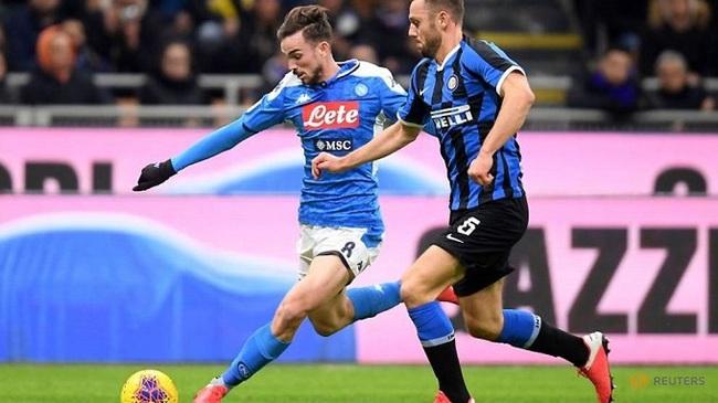 Soccer Football - Coppa Italia - Inter Milan v Napoli - San Siro, Milan, Italy - February 12, 2019 Inter Milan's Stefan de Vrij in action with Napoli's Fabian Ruiz. (Reuters)
