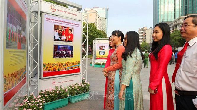 Visitors at the exhibition which opened along Nguyen Hue Pedestrian Street to celebrate Vietnamese Communist Party's founding anniversary (Photo: VNA)