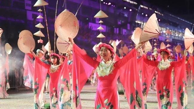 Vietnamese artists perform at the 48th Chingay Parade.(Photo: VNA)