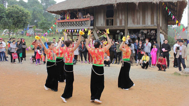 The Ministry of Culture, Sports and Tourism will support the preservation and restoration of traditional festivals of many ethnic minority groups. (Photo: hanoimoi.com.vn)