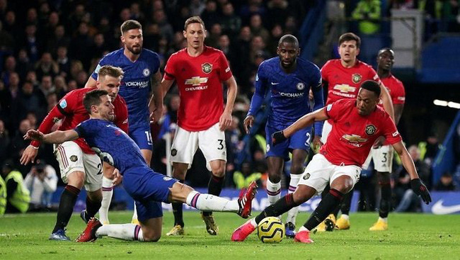 Soccer Football - Premier League - Chelsea v Manchester United - Stamford Bridge, London, Britain - February 17, 2020 Manchester United's Anthony Martial in action with Chelsea's Cesar Azpilicueta. (Photo: Reuters)