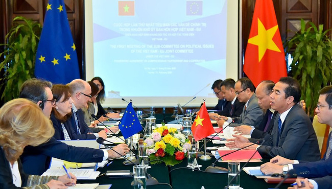 The meeting between Vietnamese and EU officials under the PCA (Photo: VNA)