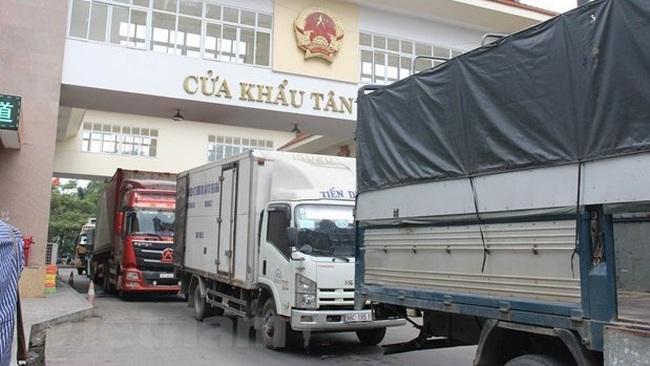 Trucks traverse Tan Thanh border gate in Lang Son province. (Photo: VNA)