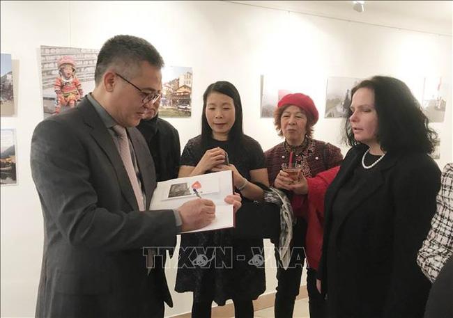Visitors in event (Photo: VNA)