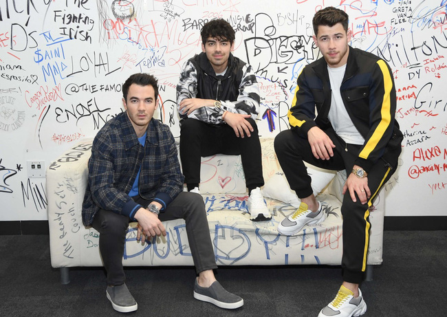 Nick Jonas trải lòng khoảng thời gian Jonas Brothers tan rã - ảnh 2