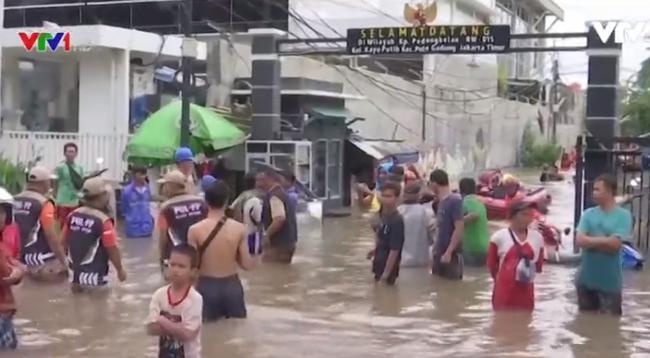 Lũ lụt tại Indonesia khiến ít nhất 5 người thiệt mạng - ảnh 2