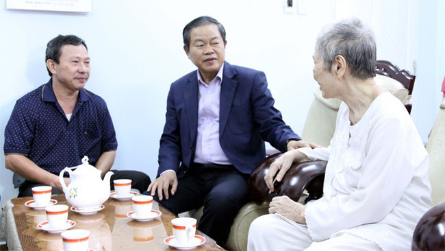 Vice Chairman of the National Assembly (NA) Do Ba Ty visits family of late President Vo Chi Cong. (Photo: quochoi.vn)