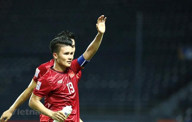 Hanoi FC midfielder Nguyen Quang Hai is emerging as the odds-one favourite for the 2019 Vietnam Golden Ball (Men) award.