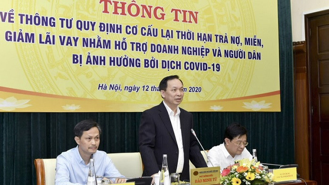 SBV Deputy Governor Dao Minh Tu speaking at the meeting on March 12. (Photo: SBV)