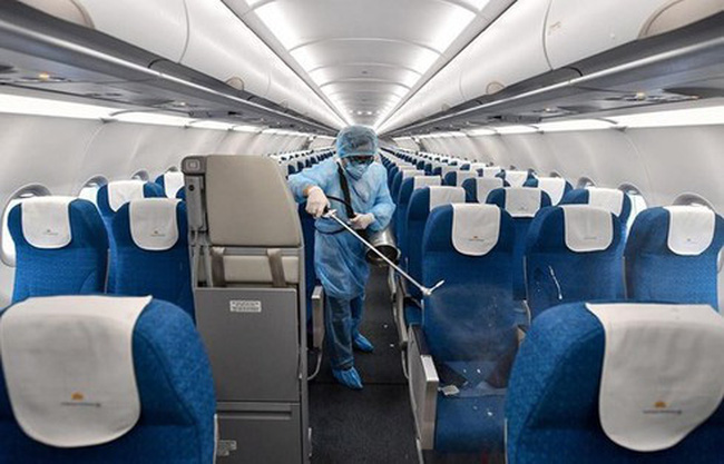 A Vietnam Airlines aircraft is disinfected. (Photo: VietnamPlus)