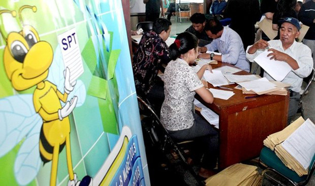 A number of taxpayers file their returns with the Jakarta Tax Office in Tanah Abang, Central Jakarta. (Source: Jakarta Post)