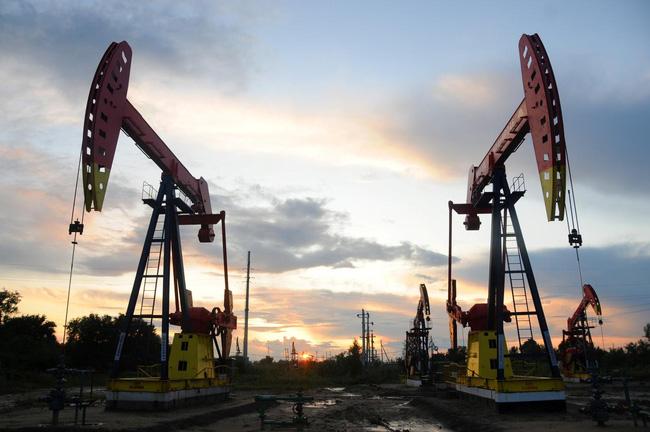 """Fitch cảnh báo giá dầu Brent có thể rơi xuống mức """"1 chữ số"""" - ảnh 2"""