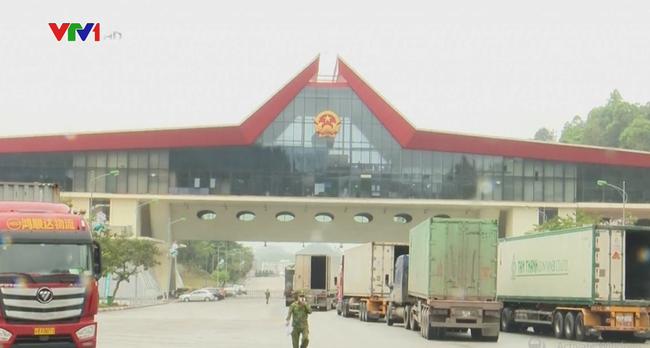 Trung Quốc siết chặt cửa khẩu để quản lý dịch bệnh COVID-19 - ảnh 2