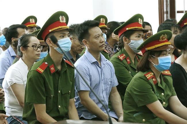 Xét xử sơ thẩm 15 bị cáo trong vụ án gian lận điểm thi THPT Quốc gia tại Hòa Bình - ảnh 7