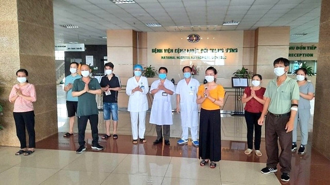 Eight COVID-19 patients announced as recovered at the National Hospital of Tropical Diseases in Hanoi on Monday afternoon, May 11, 2020.