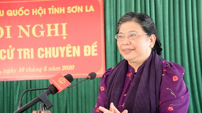 National Assembly Vice Chairwoman Tong Thi Phong speaks at a meeting with local voters in Xuan Nha Commune, Van Ho District, Son La Province, on May 10, 2020. (Photo: quochoi.vn)