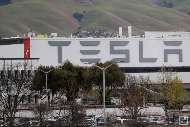 Tesla đạt thỏa thuận mở cửa lại nhà máy - ảnh 3