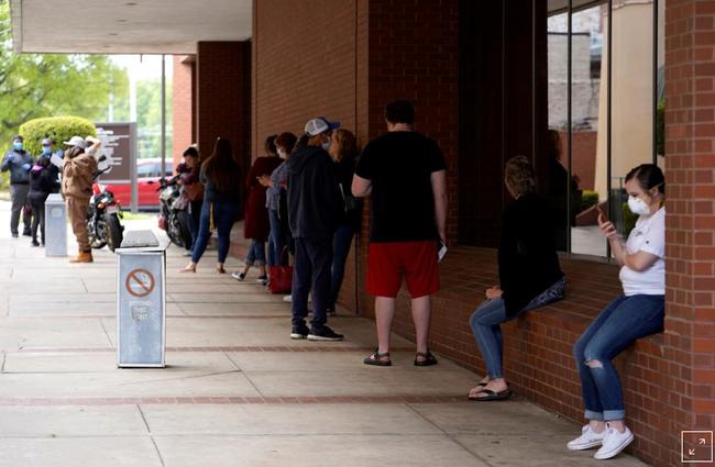Số người xin trợ cấp thất nghiệp ở Mỹ tăng vọt lên 36,5 triệu người - ảnh 2